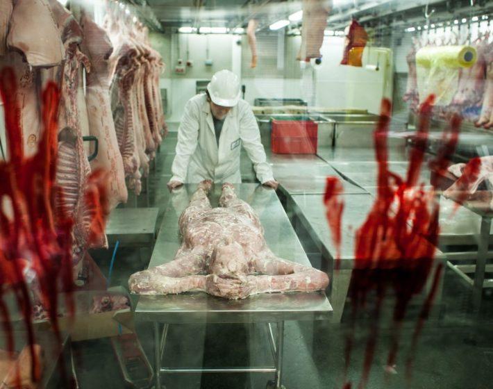 Açougue humano e piscina de sangue? As bizarras campanhas de marketing de Resident Evil